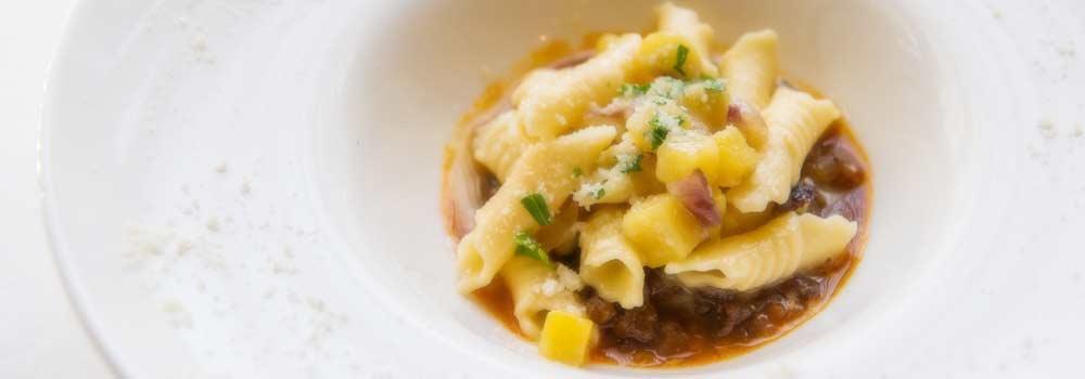 手打ちパスタ・ニョッキとイタリア産特選チーズとの組み合わせも最高です。
