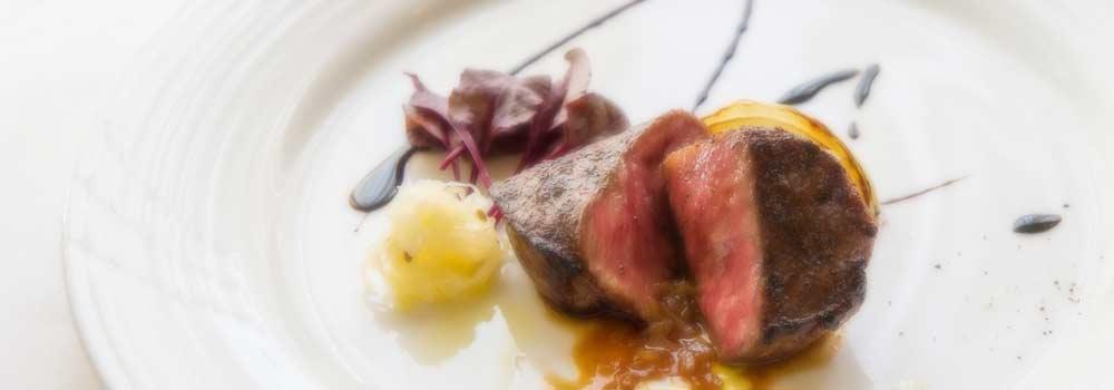 ジビエ好きも満足のメイン料理も大人気です。